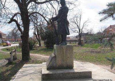 Ecséd világháborús emlékmű 2009.03.27. küldő-kalyhas (7)