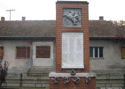 Ecseg világháborús emlékmű 2007.10.22. küldő-Mónika39