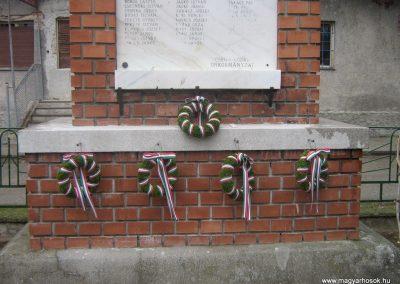 Ecseg világháborús emlékmű 2007.10.22. küldő-Mónika39 (7)