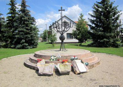 Ecsegfalva világháborús emlékmű 2013.05.25. küldő-kalyhas (1)