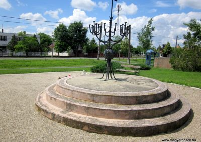 Ecsegfalva világháborús emlékmű 2013.05.25. küldő-kalyhas (5)