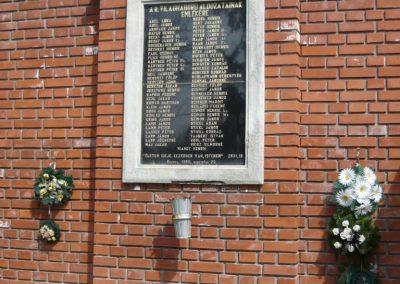 Ecseny világháborús emléktáblák 2012.04.15. küldő-Sümec (4)
