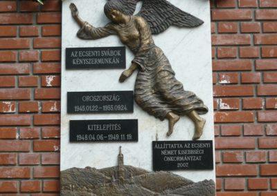 Ecseny világháborús emléktáblák 2012.04.15. küldő-Sümec (7)