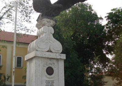 Ecser világháborús emlékmű 2007.05.21. küldő-Petrás Mátyás (4)