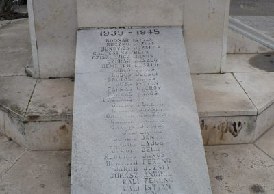 Edelény világháborús emlékmű 2008.12.31. küldő-Gombóc Arthur (4)
