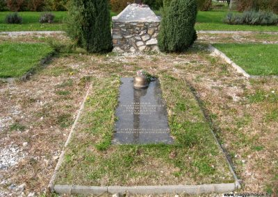 Eger II.vh hősi emlékművek 2010.10.17. küldő-kalyhas (3)