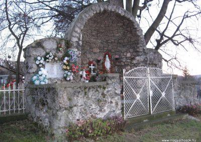 Egerbocs II.vh emlékhely 2007.12.04. küldő-kalyhas
