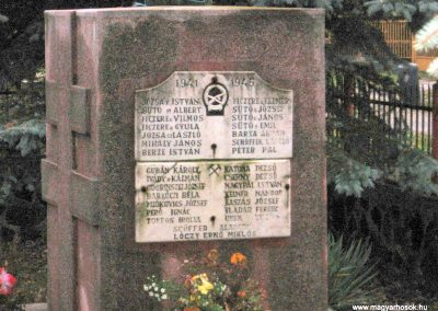 Egercsehi világháborús emlékmű 2007.10.24. küldő-kalyhas (3)