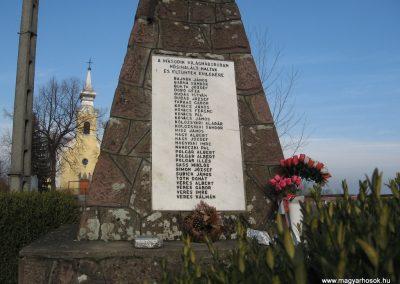 Egerfarmos világháborús emlékmű 2008.02.19.küldő-Kályhás (2)