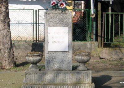 Egerlövő egy másik világháborús emlékmű 2008.02.20. küldő-Kályhás (1)