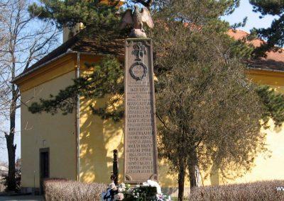 Egerlövő világháborús emlékmű 2008.02.20. küldő-Kályhás (1)