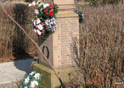 Egerlövő világháborús emlékmű 2008.02.20. küldő-Kályhás (6)