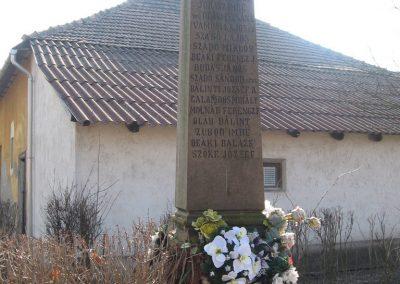 Egerlövő világháborús emlékmű 2008.02.20. küldő-Kályhás (7)