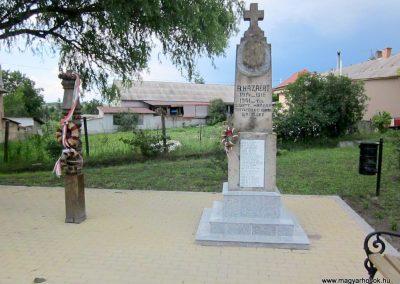 Egerszólát hősi emlékmű felújítás után 2014.07.14. küldő-kalyhas (13)