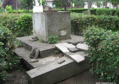 Egyek feltehetően a lerombolt II.vh emlékmű 2008.06.06. küldő-Kályhás