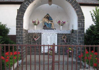 Egyházasgerge világháborús emlékmű 2009.07.20. küldő-kalyhas (1)