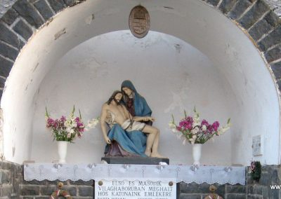 Egyházasgerge világháborús emlékmű 2009.07.20. küldő-kalyhas (2)