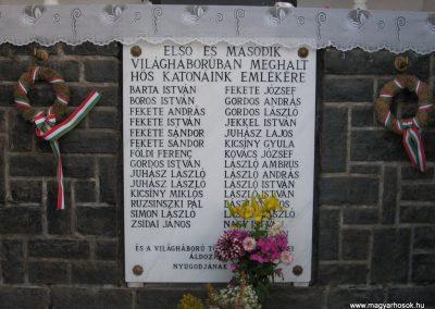 Egyházasgerge világháborús emlékmű 2009.07.20. küldő-kalyhas (3)