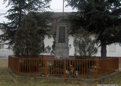 Egyházashollós világháborús emlékmű 2009.01.10.külő-gyurkusz