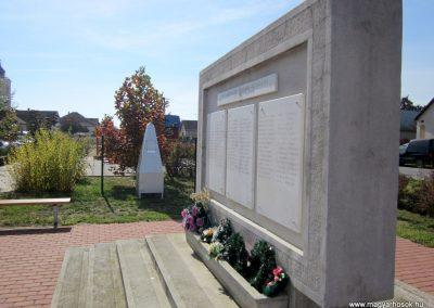 Encsencs világháborús emlékmű 2013.10.11. küldő-kalyhas (12)