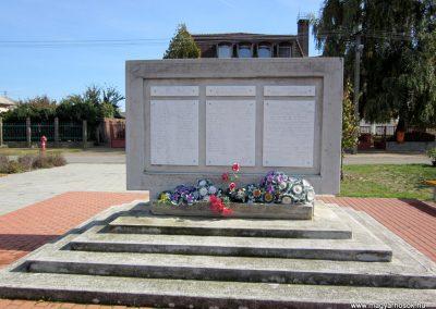 Encsencs világháborús emlékmű 2013.10.11. küldő-kalyhas (2)