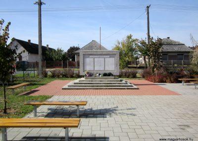 Encsencs világháborús emlékmű 2013.10.11. küldő-kalyhas (6)