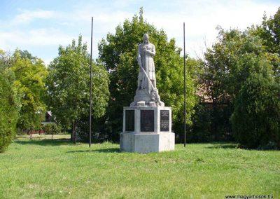 Enying világháborús emlékmű 2007.08.21. küldő-Hunmi