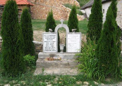 Eplény világháborús emlékmű 2010.07.24. küldő-kalyhas (2)