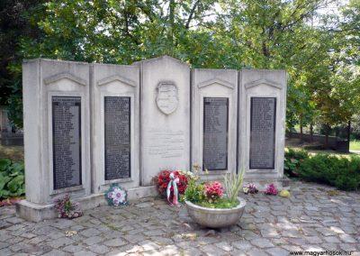 Erdőbénye világháborús emlékmű 2010.08.21. küldő-Sümec (1)
