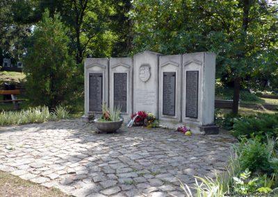 Erdőbénye világháborús emlékmű 2010.08.21. küldő-Sümec (12)