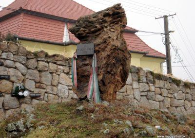 Erdőhorváti világháborús emlékmű 2011.12.14. küldő-megtorló (1)