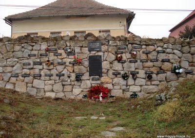 Erdőhorváti világháborús emlékmű 2011.12.14. küldő-megtorló (2)