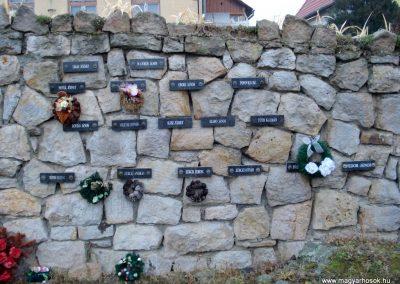 Erdőhorváti világháborús emlékmű 2011.12.14. küldő-megtorló (6)