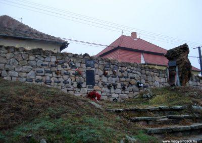 Erdőhorváti világháborús emlékmű 2011.12.14. küldő-megtorló (7)