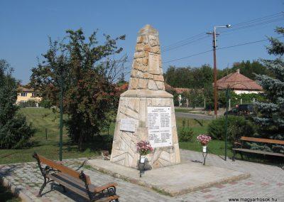 Erdőkürt világháborús emlékmű 2009.09.28. küldő-kalyhas (11)