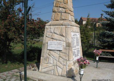Erdőkürt világháborús emlékmű 2009.09.28. küldő-kalyhas (12)