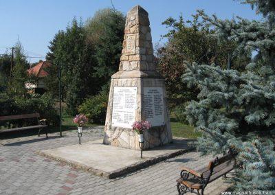 Erdőkürt világháborús emlékmű 2009.09.28. küldő-kalyhas (2)
