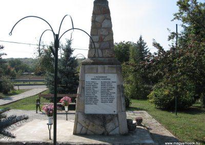 Erdőkürt világháborús emlékmű 2009.09.28. küldő-kalyhas (6)