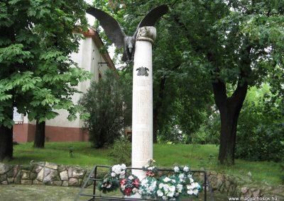 Erk II.vh emlékmű 2008.07.15. küldő-kalyhas (1)