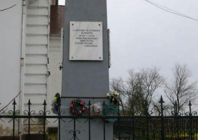 Esztár II.vh emlékmű 2010.11.28. küldő-Katona István