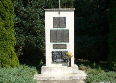 Eszteregnye világháborús emlékmű 2010.07.14. küldő-Sümec (1)