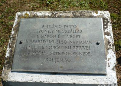 Eszteregnye világháborús emlékmű 2010.07.14. küldő-Sümec (10)