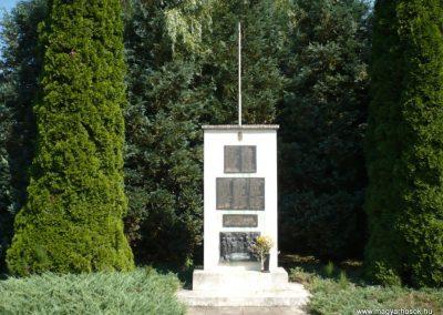 Eszteregnye világháborús emlékmű 2010.07.14. küldő-Sümec
