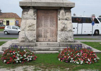 Esztergom I. világháborús emlékmű 2007.09.16.küldő-kalyhas (4)