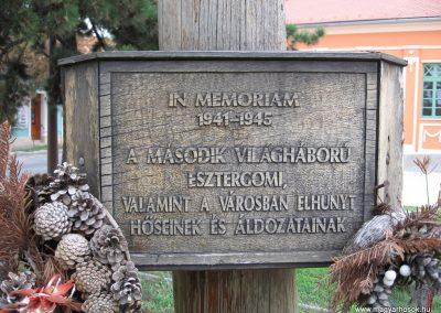 Esztergom II.vh.emlékoszlop 2007.09.16.küldő-Kályhás (2)