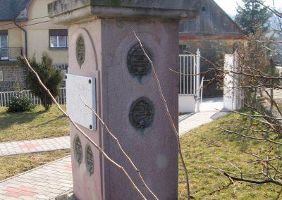 Etes I.vh emlékmű 2011.03.12. küldő-kalyhas (4)