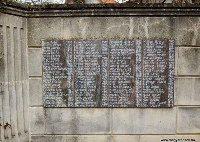 Etyek II. világháborús emlékmű 2015.04.06. küldő-Méri (1)