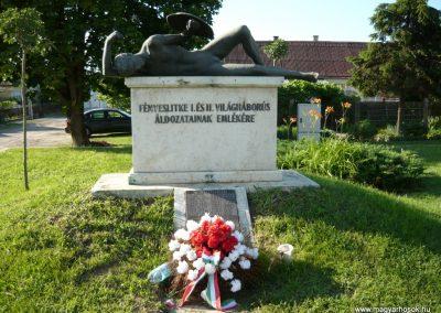 Fényeslitke világháborús emlékmű 2010.07.03. küldő-Ágca (1)