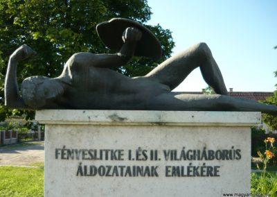 Fényeslitke világháborús emlékmű 2010.07.03. küldő-Ágca (2)
