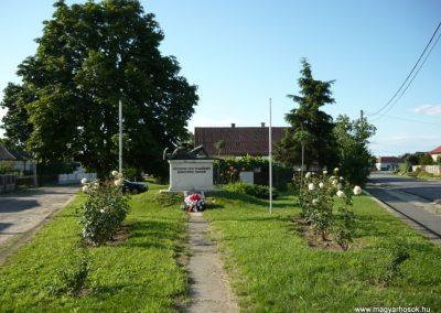 Fényeslitke világháborús emlékmű 2010.07.03. küldő-Ágca
